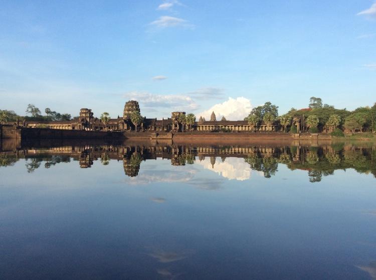 Vue depuis l'entrée d'Angkor Vat